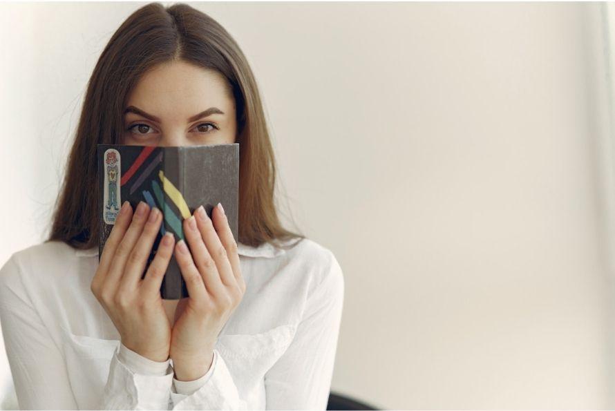 Comment reconnaitre les signes et comportement d'une femme amoureuse en secret