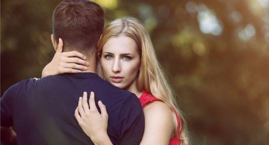 Comment savoir si une femme mariée vous aime ?